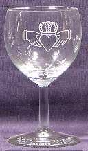 Outline Claddagh on 8¾oz Durand Ballon Red Wine, with text on foot